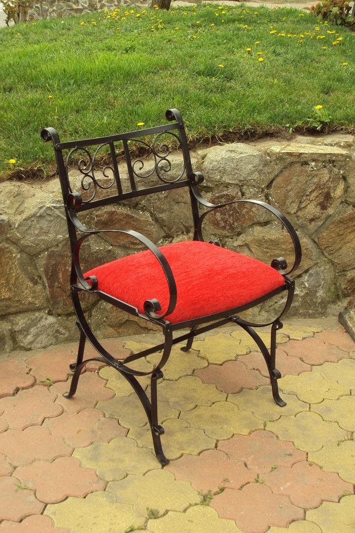 Kovana stolica u zakovicama